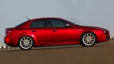 Фото экстерьера Alfa Romeo 159 (Альфа Ромео 159) Седан / Medium<br><span> 1.8 / 140&nbsp;л.с. / Механика&nbsp;(5&nbsp;ст.) / Передний привод</span>