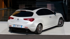 Фото экстерьера Alfa Romeo Giulietta / механика