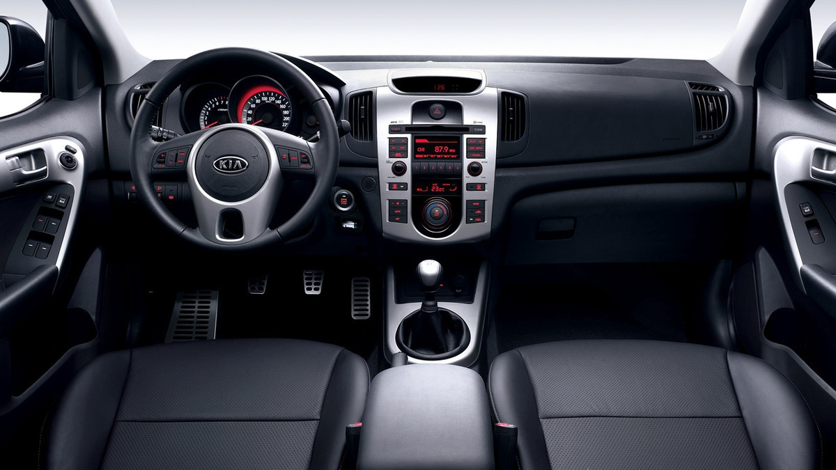 Фото салона Kia Cerato купе (Киа Серато Коуп): http://www.auto-mgn.ru/catalog/kia/cerato/coupe/photo/interior/