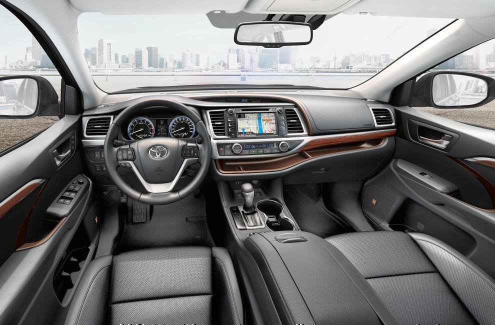 Салон Toyota Highlander (Тойота Хайлендер) 2017 кроссовер