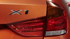 Фото экстерьера BMW X1 (БМВ Х1) / Advantage Локальная сборка<br><span> 2.0 / 150л.с. / Автомат(8ст.) / Полный привод</span>
