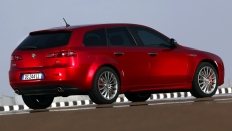 Фото экстерьера Alfa Romeo 159 (Альфа Ромео 159 спортвэгон) Универсал / Elegant<br><span> 2.2 / 185&nbsp;л.с. / Робот&nbsp;(6&nbsp;ст.) / Передний привод</span>