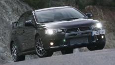Фото экстерьера Mitsubishi Lancer Evolution X