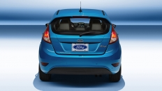 Фото экстерьера Ford Fiesta (Форд Фиеста) Хэтчбек / Ambiente<br><span> 1.6 / 85л.с. / Механика(5ст.) / Передний привод</span>