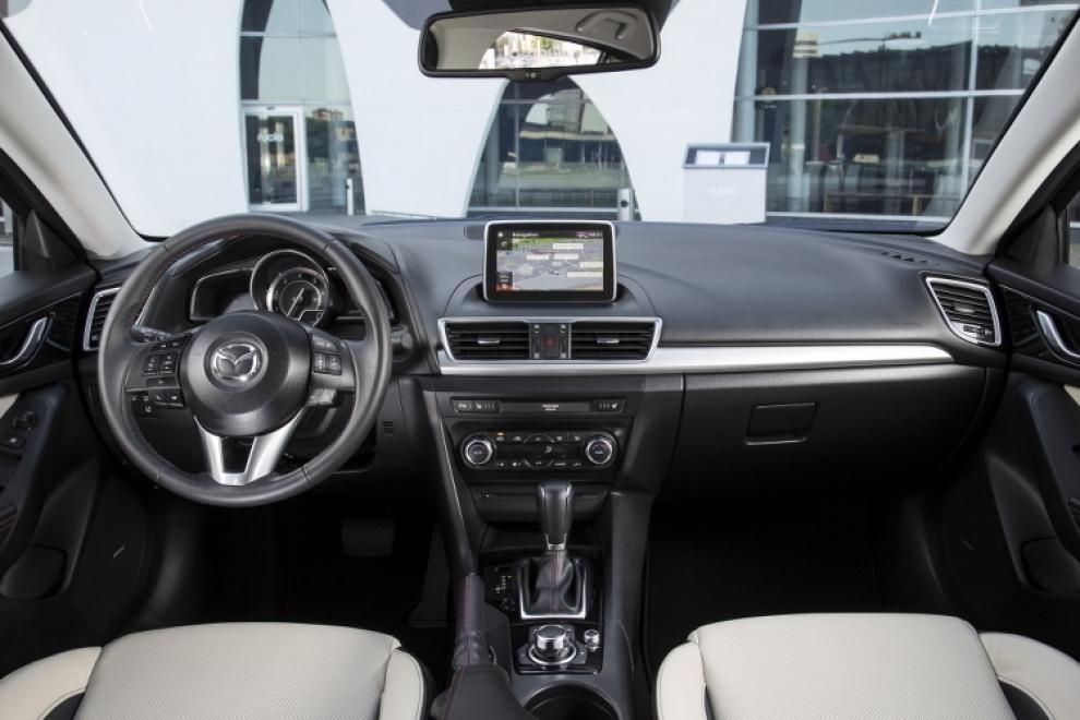 Салон Mazda 3 2013 седан