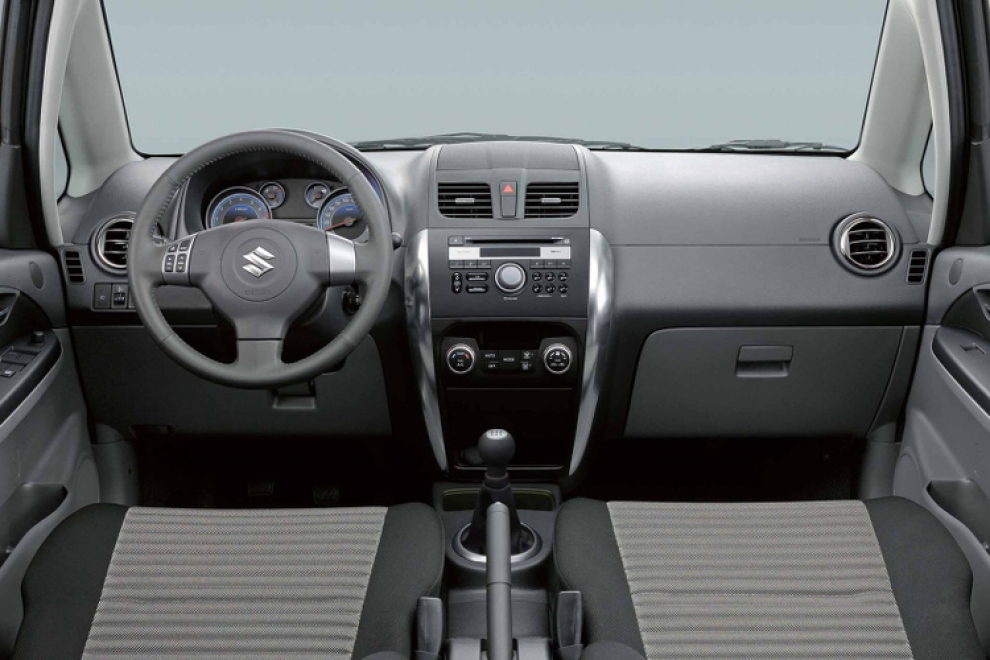 Салон Suzuki SX4 2006 кроссовер