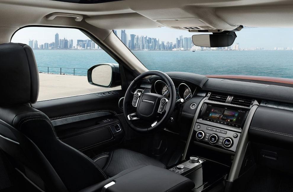 Салон Land Rover Discovery 2017 внедорожник