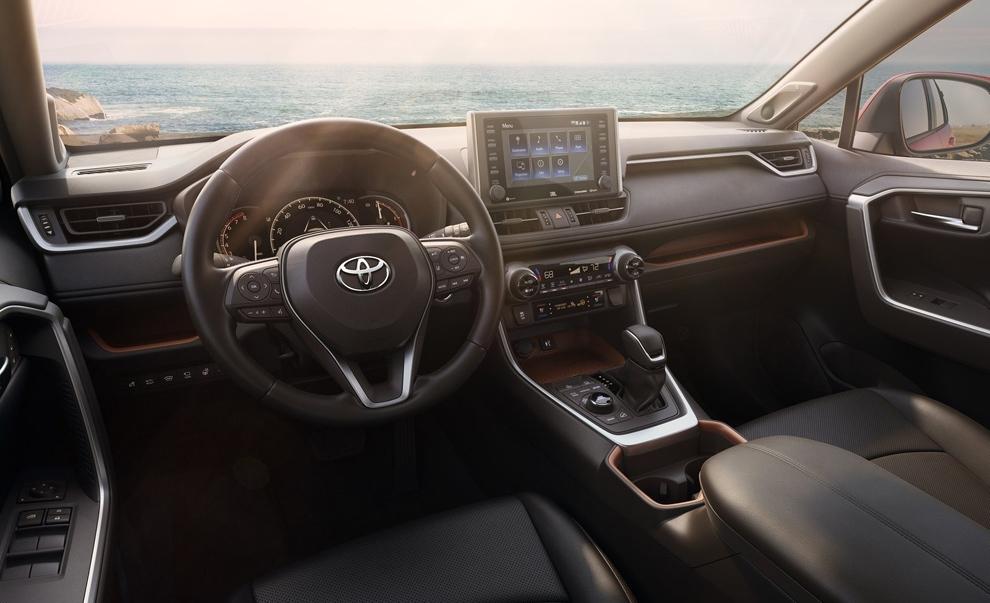 Интерьер Toyota Rav4 (2018)
