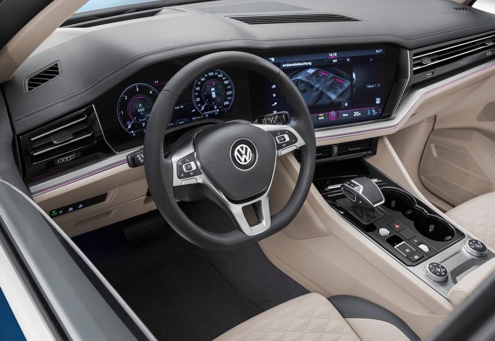 Интерьер (фото салона) Volkswagen Touareg 2018